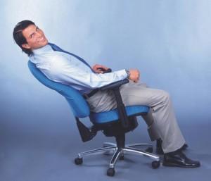 Mister Sitwell von Gernot-M.-Steifensand - Der ergonomische Männerstuhl Nr. 1