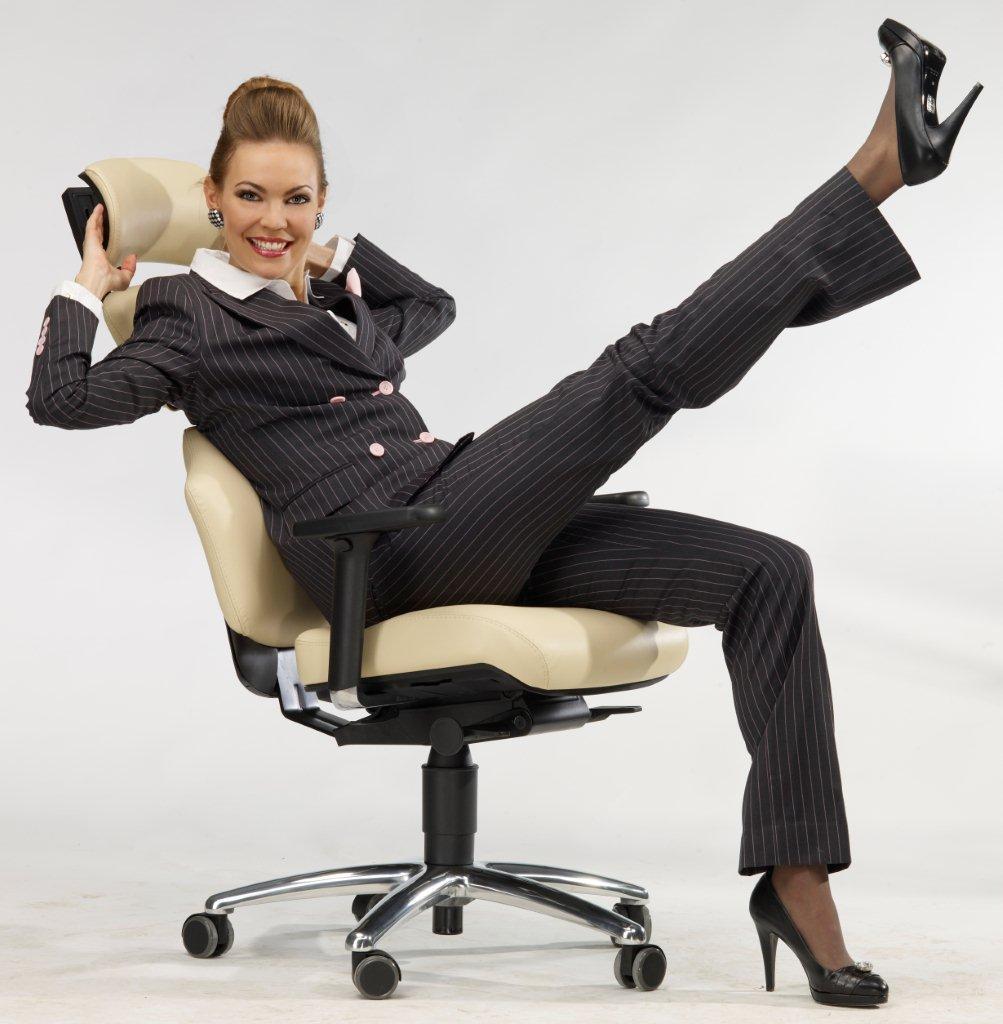 Frau sitzt anders - Der Frauenstuhl auf Krankenkassen Rezept - Direkt vom Doktor oder Orthopäden